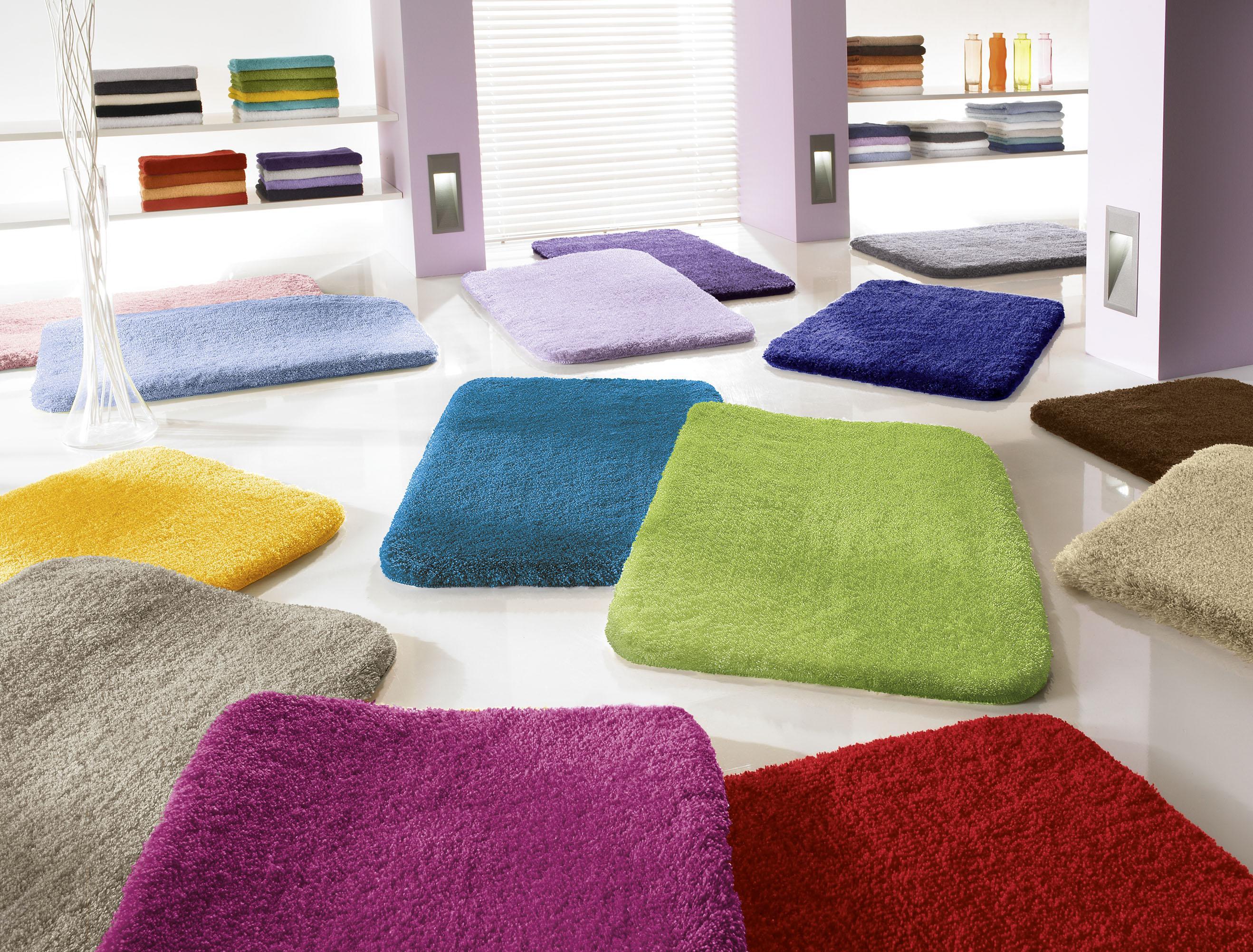 расцветки ковриков для ванной
